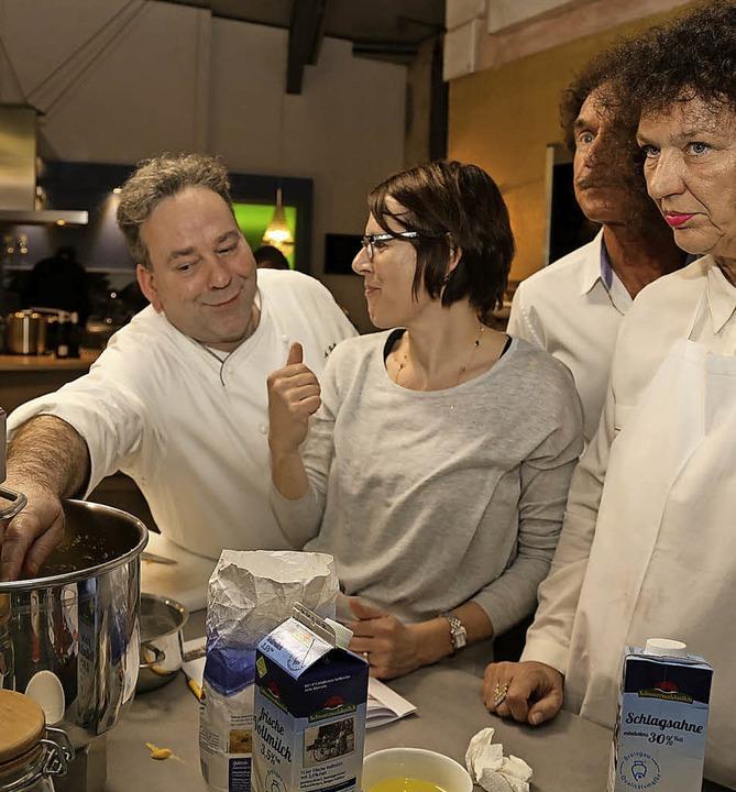 Küchenchef Andreas Feißt (links) gab wertvolle Tipps.  | Foto: Sandra Decoux-Kone
