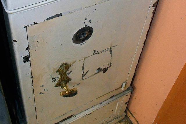 Einbruch in Schießstand: Täter wollten Waffenschrank aufflexen