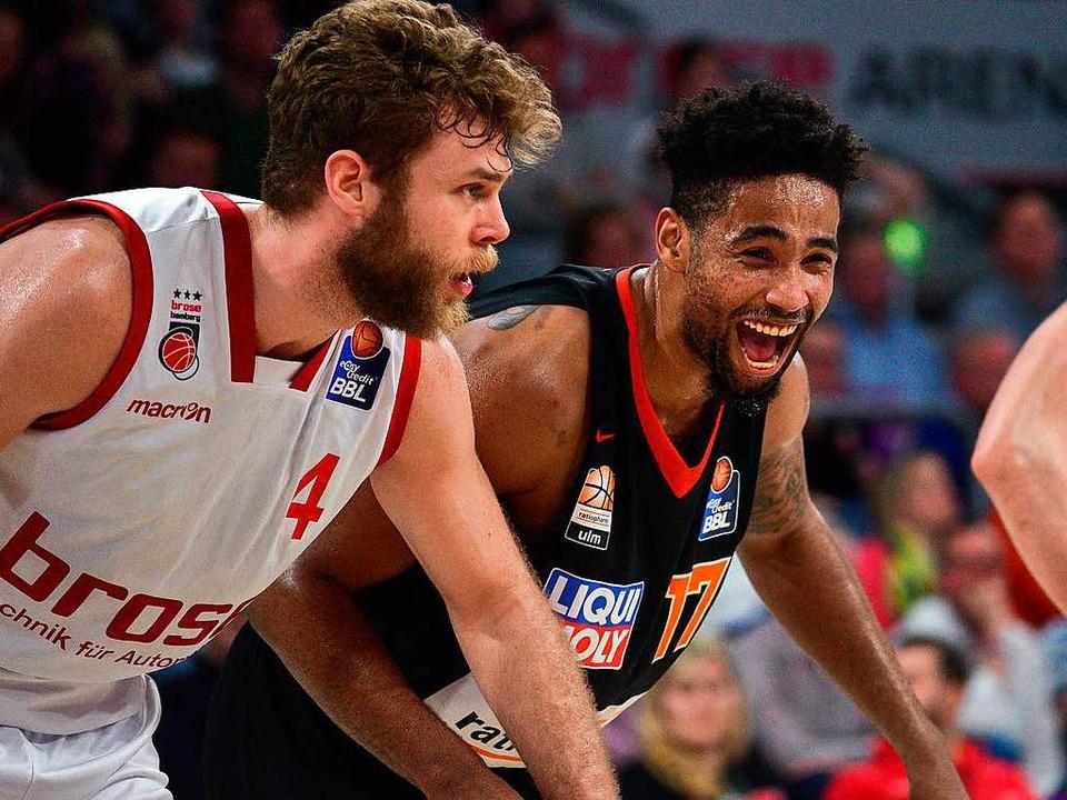 Freut sich Ulms Da'Sean Butler (rechts) schon auf die Meisterschaft?  | Foto: dpa
