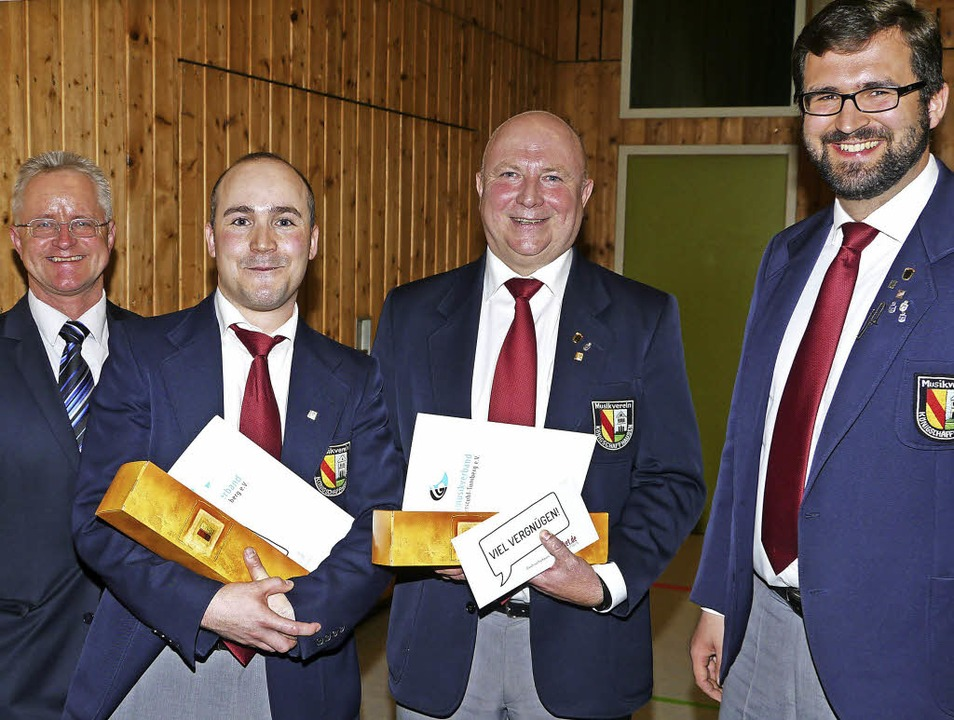 Ehrungen bei Jahreskonzert: von links ..., Hilger Reinacher und  Simon Kaiser.   | Foto: Hülter-Hassler