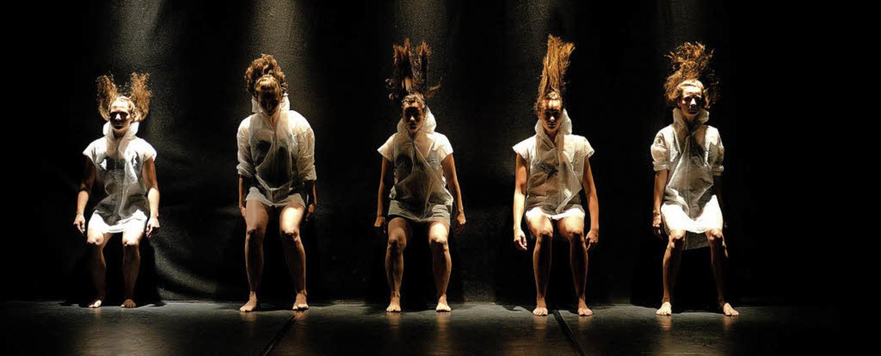 Das Theaterfestival kann – wie 2...t lehnte die Streichung der Mittel ab.  | Foto: R. Spratte