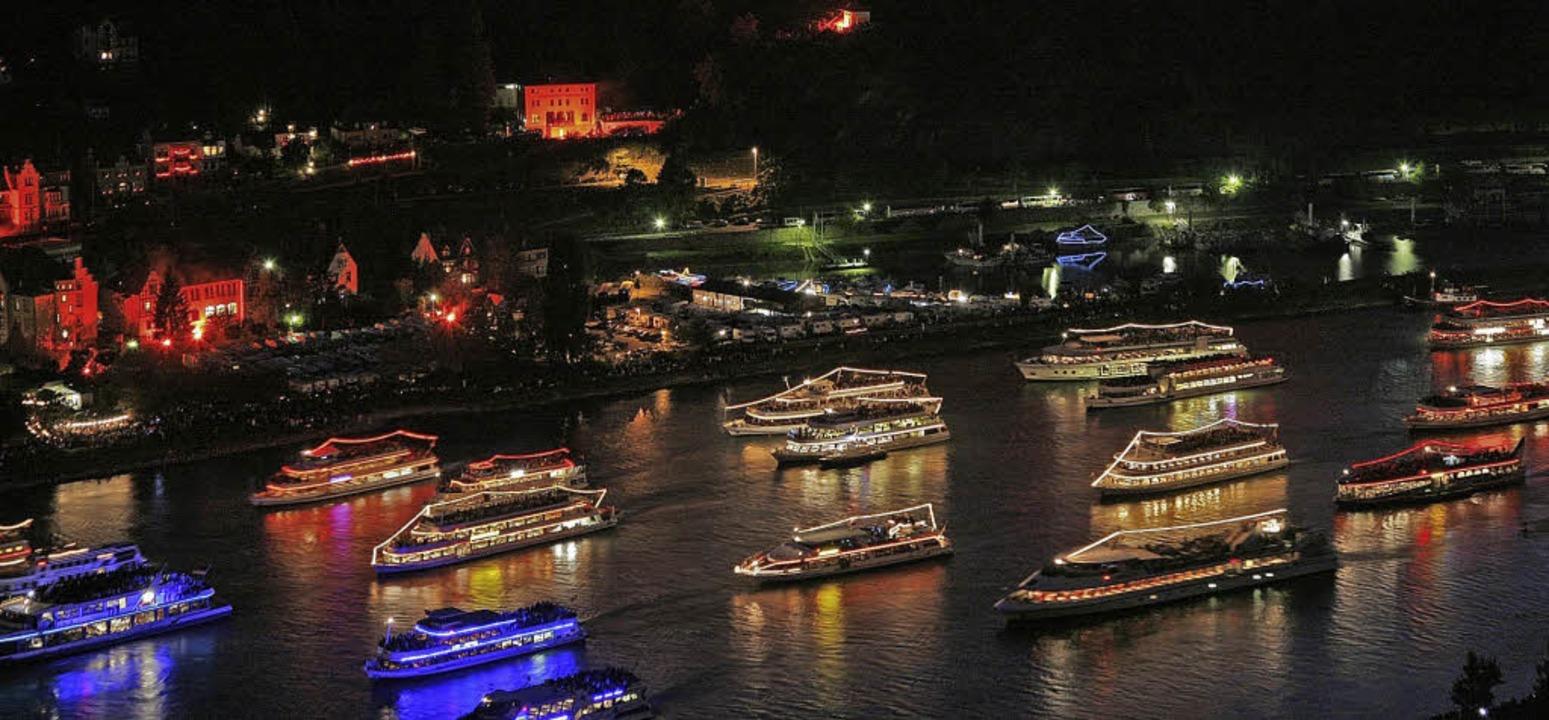 Spektakulärer Schiffskorso    | Foto: Touristikge. lorely-Burgenstr. e.V.
