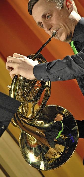 Julian Büche am Horn   | Foto: R. Fautz