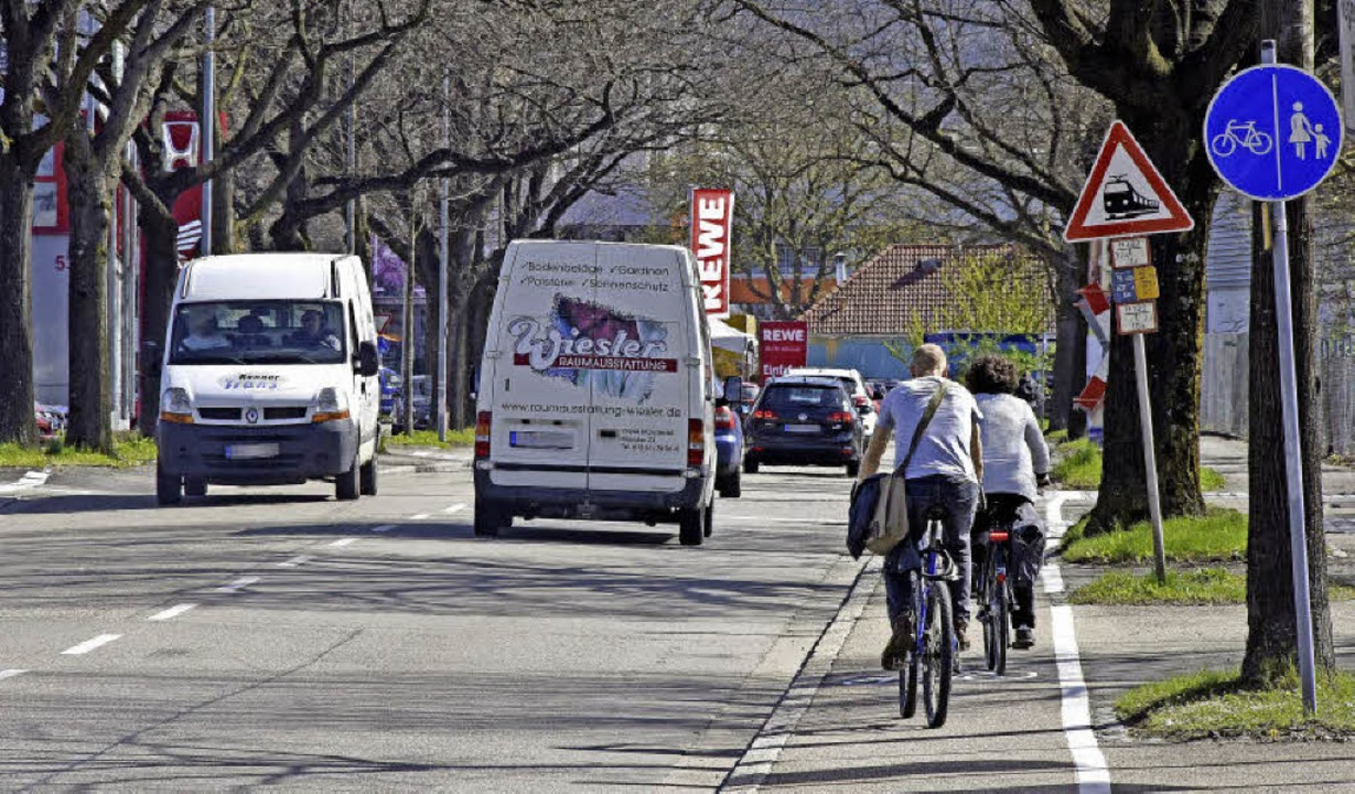 Radfahrer dürfen auf der Tullastraße b...en Radweg-Schilder werden abmontiert.   | Foto: M. Bamberger