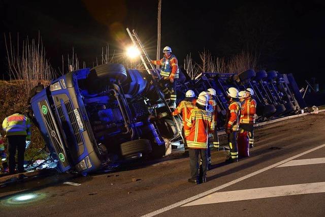 Lkw stürzte im Höllental um – Sperrung aufgehoben