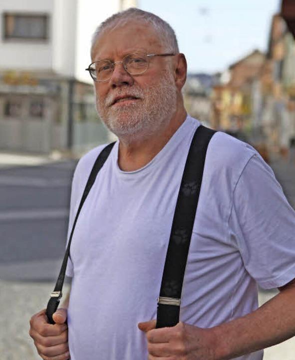 Klaus Schweizer trägt Träger    Foto: bastian bernhardt