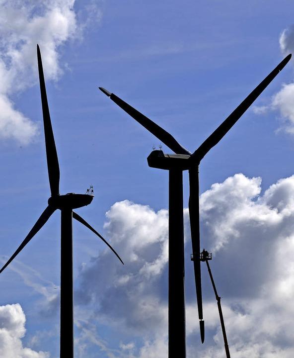 Umstritten: Windkrafträder am Blauen      Foto: Martin Schutt/dpa
