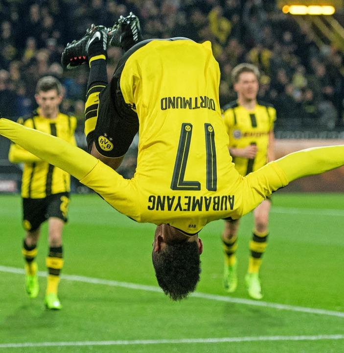 Schalke gegen Dortmund: Wegen des Derb...t die Welt im Revier schnell mal Kopf.  | Foto: dpa