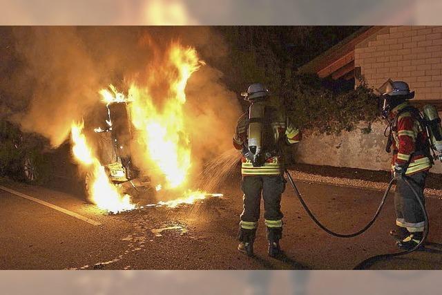 Brennendes Auto in der Innenstadt gelöscht