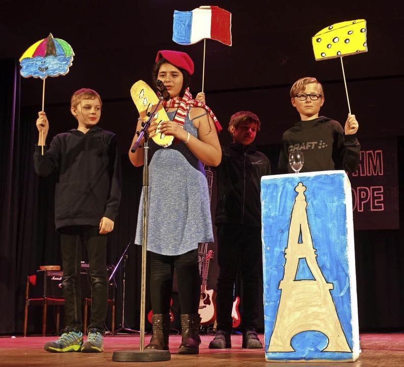 Die Schüler der Klasse 5a präsentieren das Wetter in Frankreich.    Foto: Silas Schwab