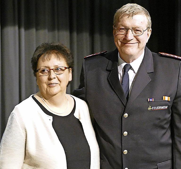 Ein großes Dankeschön ging am Abend de...rner Schmid auch an seine Frau Astrid.    Foto: Victoria Langelott
