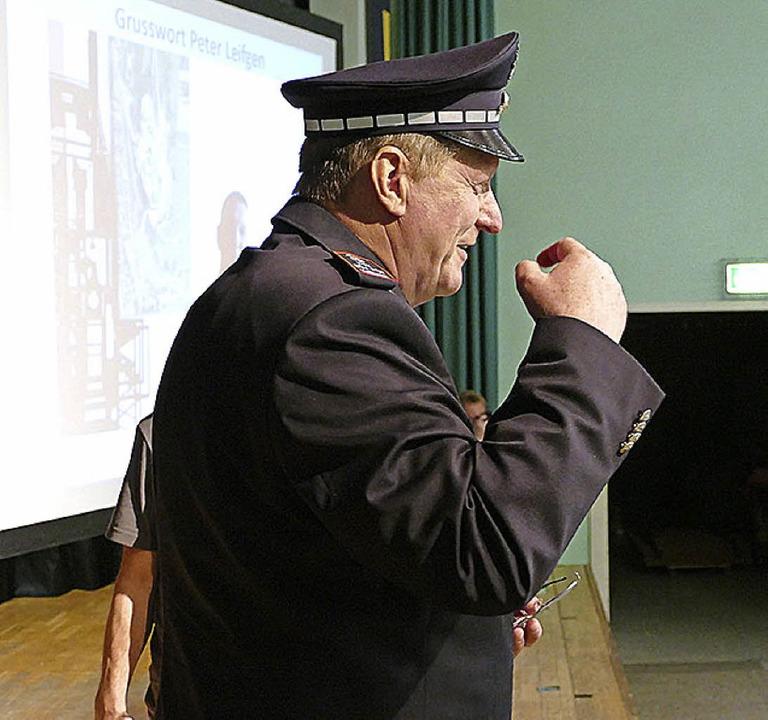 Eine  Polizeimütze hatte Postenführer ...inen Freund Werner Schmid mitgebracht.    Foto: Victoria Langelott