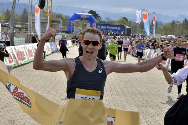 Lokalmatador Lukas Naegele gewinnt Freiburg-Marathon
