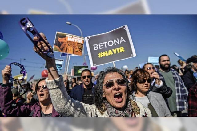 Türken protestieren gegen Verfassungsreform