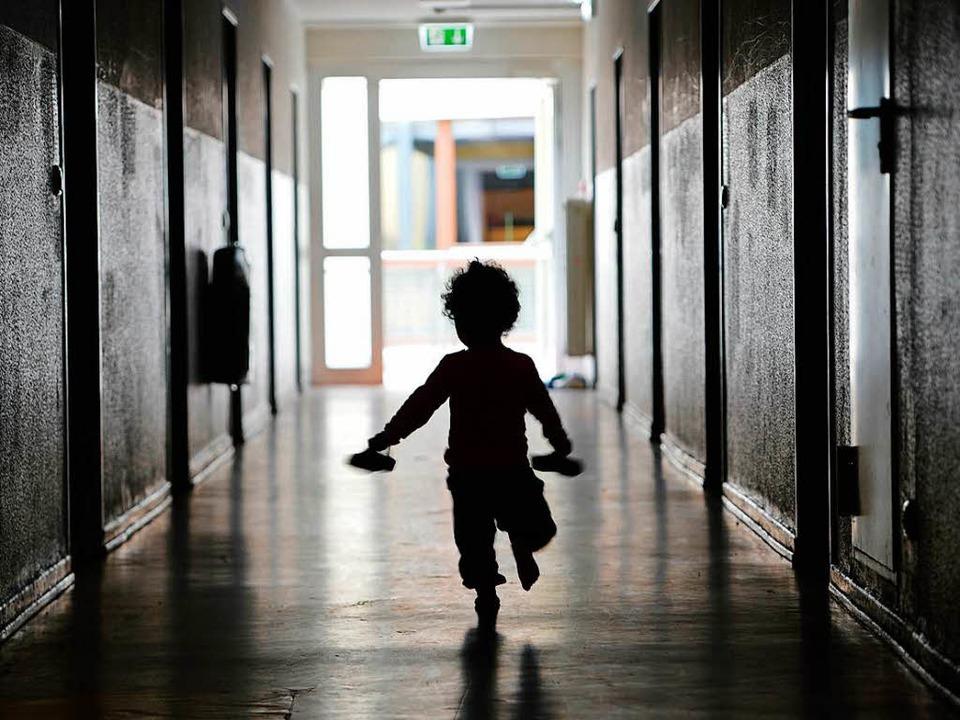 Eine Einrichtung will Menschen helfen,... Kinder in Heimen Leid erfahren haben.  | Foto: dpa