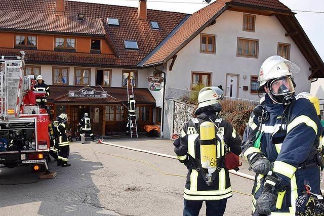 Feuerwehr löscht Zimmerbrand im Hotel Straub in Lenzkirch-Kappel