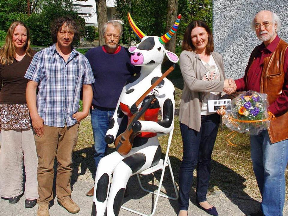 Sabine Paris nahm von Kurt Paulus den ...m Vorstand des Vereins Klassikanderswo  | Foto: Rolf Reißmann