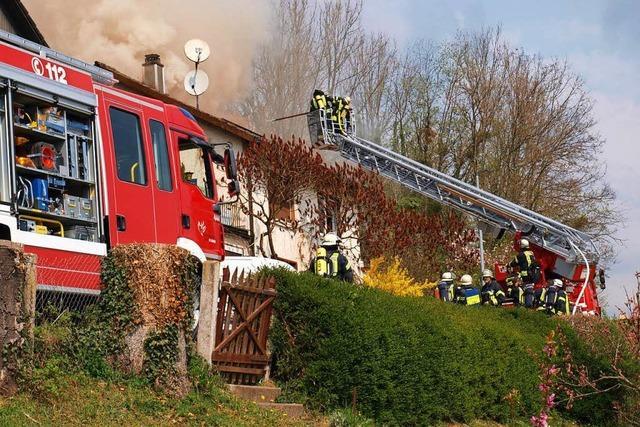 Dachstuhl in Flammen: Brand in Lörrach-Hauingen