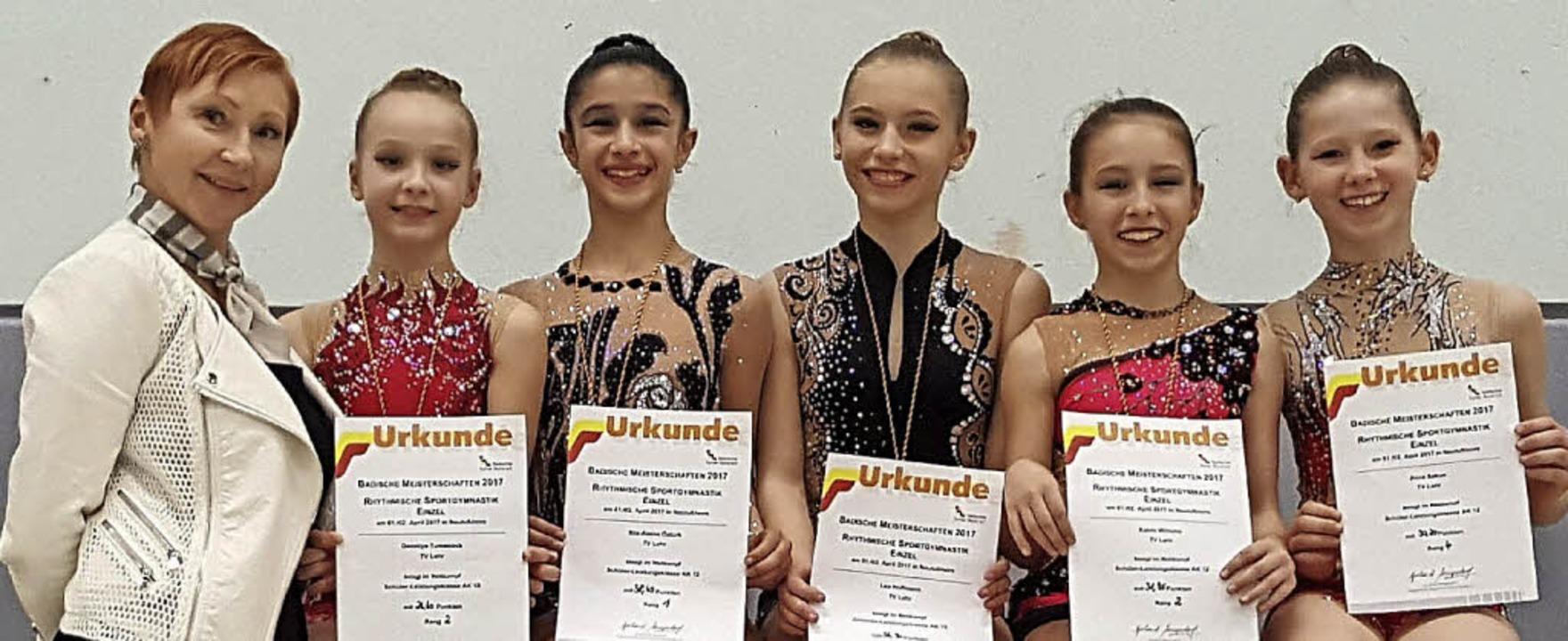 Die Lahrer Trainerin Viktoria Teresche... Wlhelm und  Alina Sakun (von links).   | Foto:  Verein