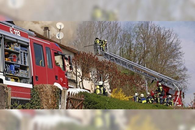 Hausbewohnerin bei Brand verletzt