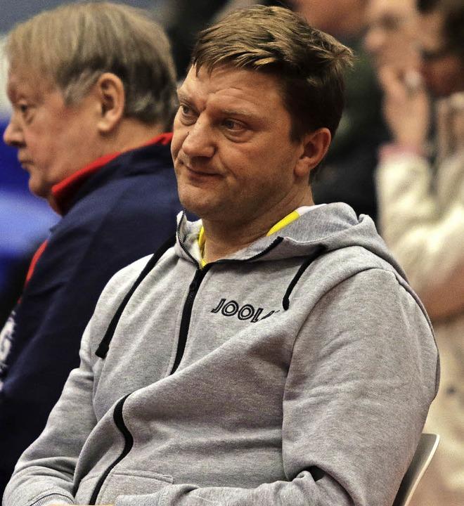 <BZ-FotoAnlauf>Tischtennis-Badenliga:<...oAnlauf> Alen Kovac (ESV),  frustriert    Foto: Rogowski