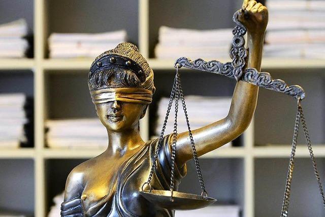 Junges Paar wegen schweren Raubes und gefährlicher Körperverletzung verurteilt