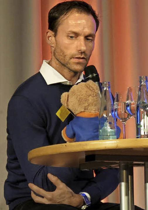 Sven Hannawald im Gespräch mit Fritz Schultis    Foto: Georg Voß