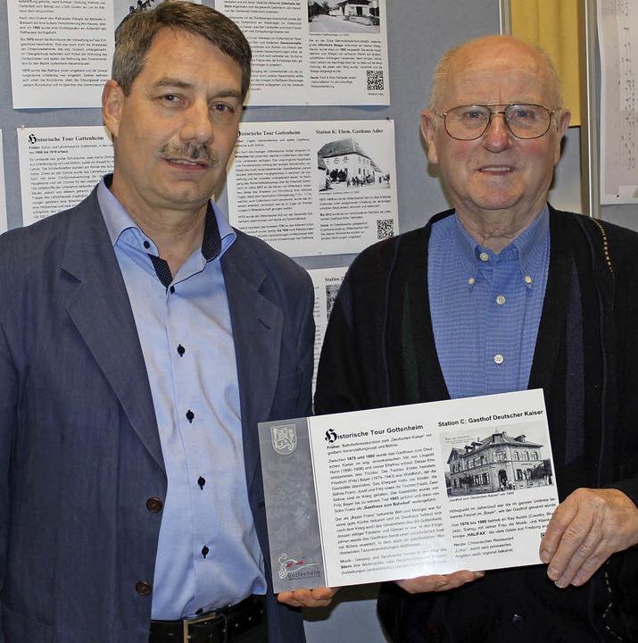 Kurt Hartenbach (links) stellte mit An...ch den  historischen Dorfrundgang vor.  | Foto: Mario Schöneberg