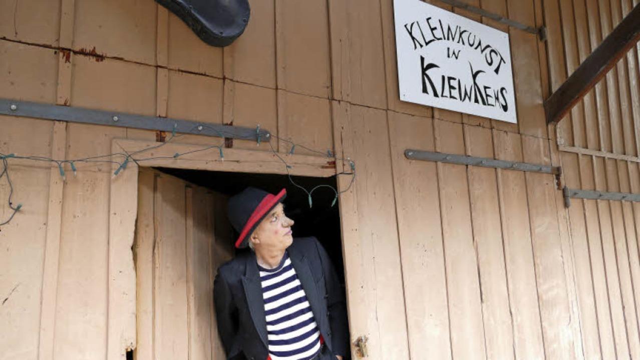 Zufällig kommt hier niemand vorbei: Christian Rabe in seiner Kulturscheune   | Foto: Victoria Langelott
