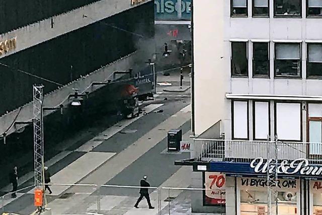 Attentäter tötet mehrere Menschen mit Lastwagen in Stockholm