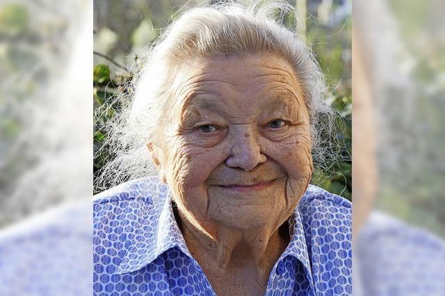 Eine der ersten Frauen im Dorf mit Führerschein