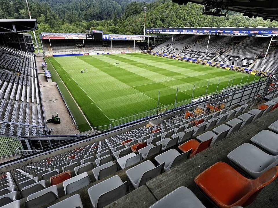 Noch ist das Schwarzwaldstadion das Zu...am Wolfswinkel sind noch strenggeheim.    Foto: Thomas Kunz
