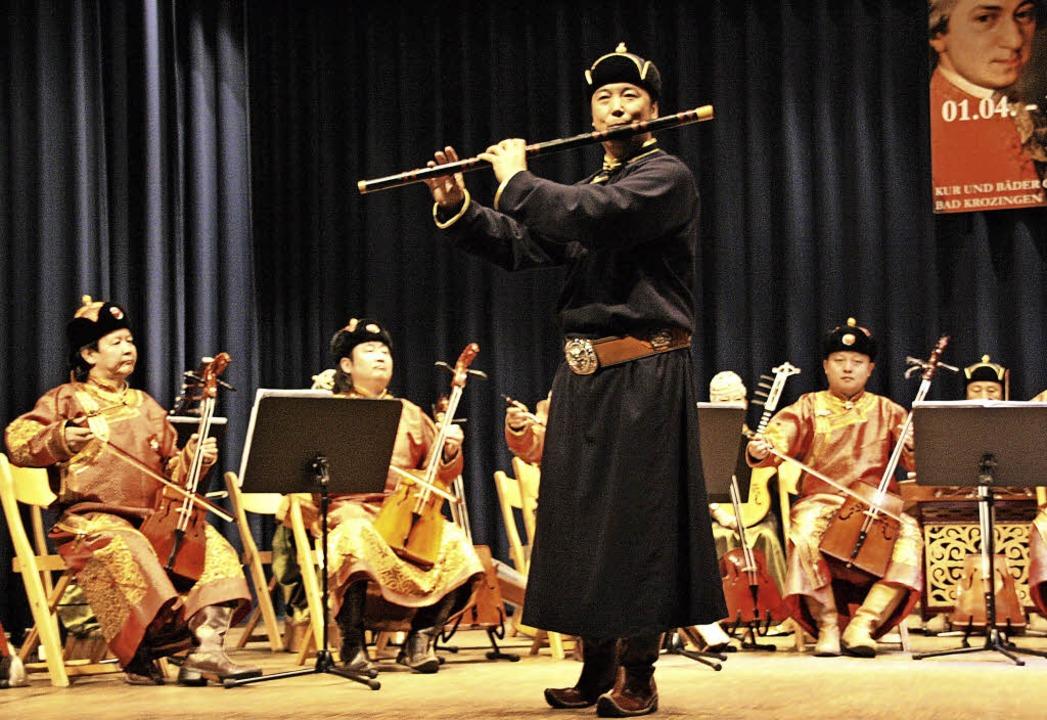 Hirtenflöte und Pferdopfgeige sind die...strumente der mongolischen Volksmusik.  | Foto: Hans Jürgen Kugler