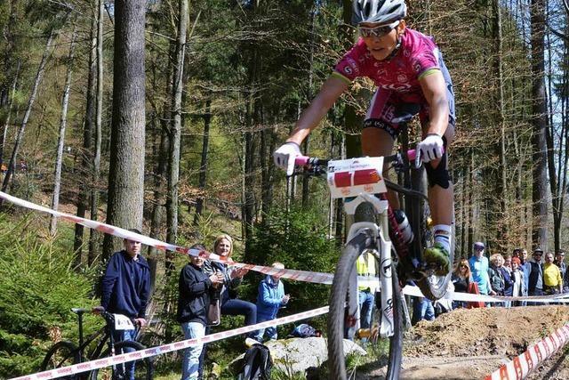 Zur Gold-Trophy Sabine Spitz kommen Top-Mountainbiker
