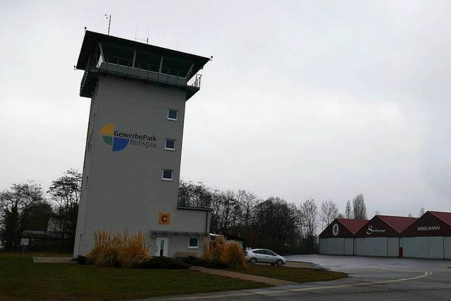 70-Jähriger stirbt bei Flugzeugabsturz im Gewerbepark Breisgau