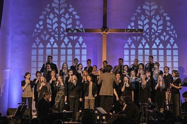 Golden Harps Choir singt ein auf die Passion abgestimmtes Themenkonzert in der Friedenskirche