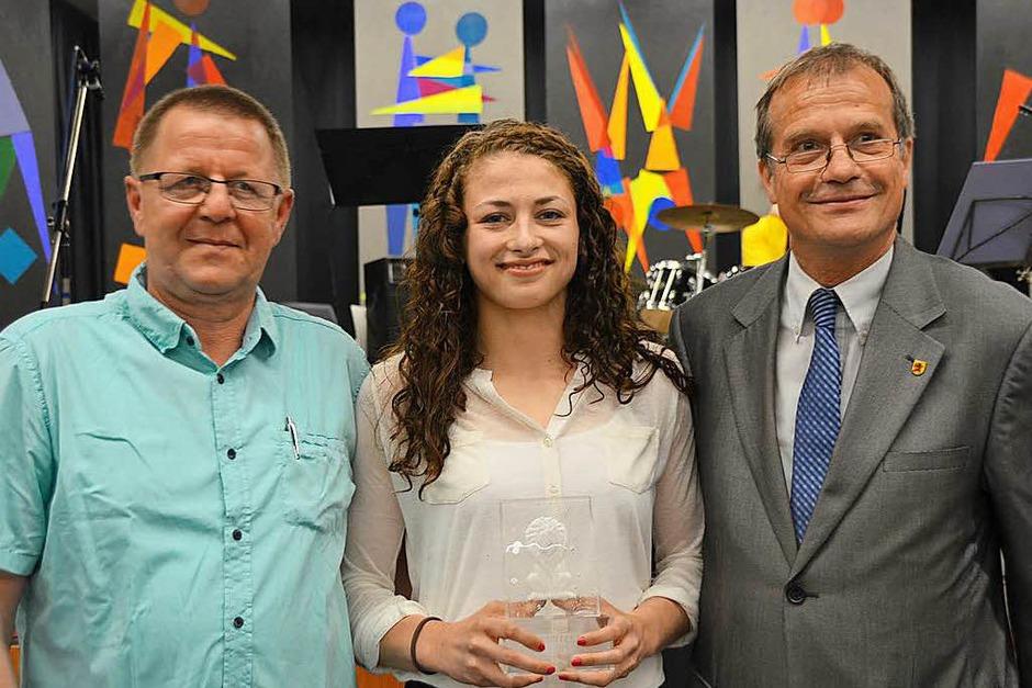 Wahl zum Sportler des Jahres, von links: Dieter Wild, Elena Brugger (Sportlerin des Jahres) und Oberbürgermeister Klaus Eberhardt (Foto: Horatio Gollin)