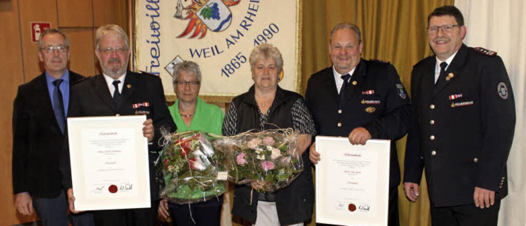 Die Ernennung von Hubert Strohmeier (Z...auen Heidi Strohmeier und Lore Sachs.     Foto: Cremer
