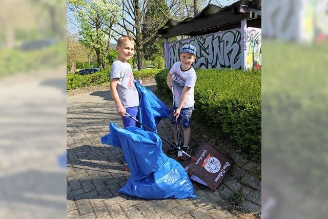 Denzlinger sammeln säckeweise Müll bei der Dorfputzete