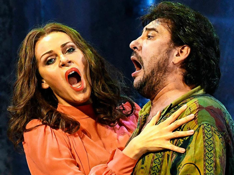 Kristine Opolais und Marcelo Alvarez a...d Cavaradossi bei den Osterfestspielen    Foto: dpa