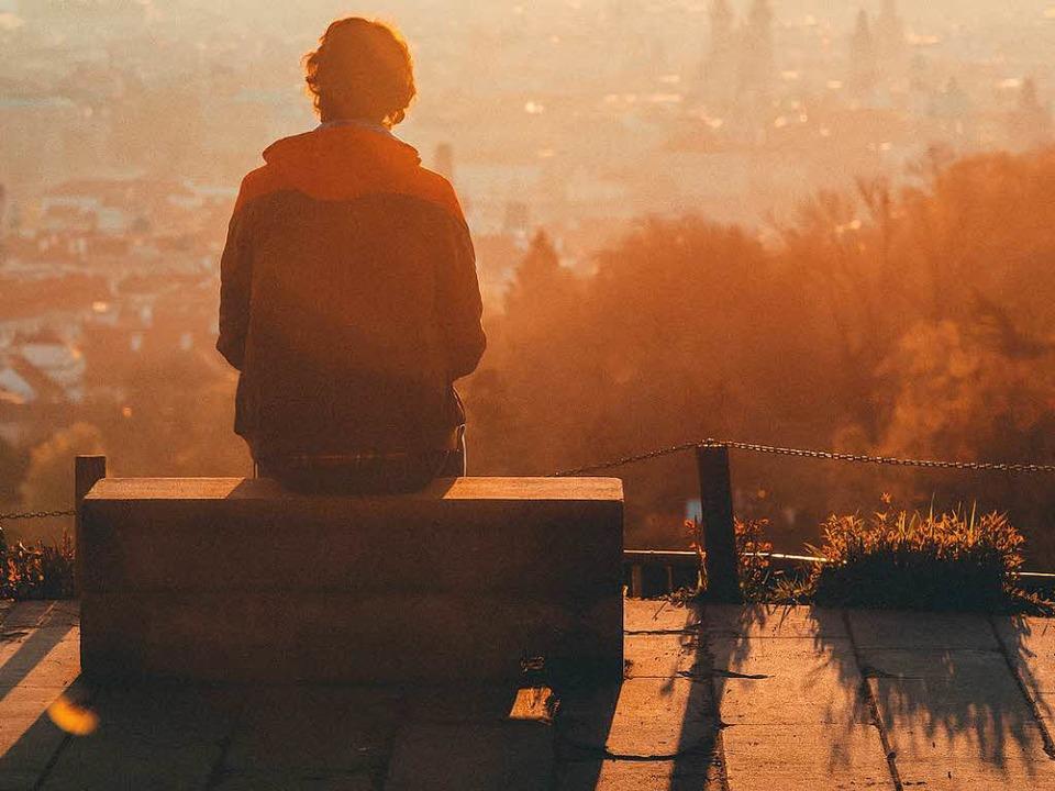 Keine Erfahrung in der Liebe zu haben,...n Betroffenen als Belastung empfunden.  | Foto: Lee Key (Unsplash.com)