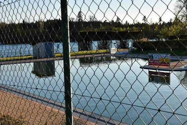 Streit um Schwimmbad-Zaun: Suche nach einer Lösung geht weiter