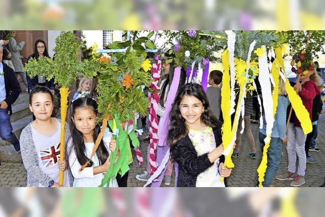 Blumenkreuze zum Osterfest-Auftakt
