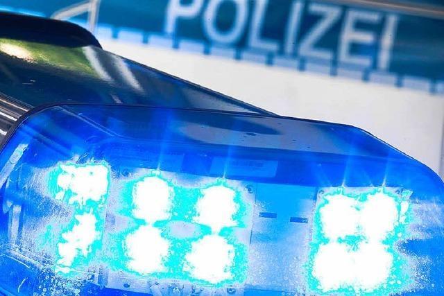 Bagger beschädigt Gasleitung auf der Vörstetter Straße in March-Holzhausen – Umfahrung eingerichtet