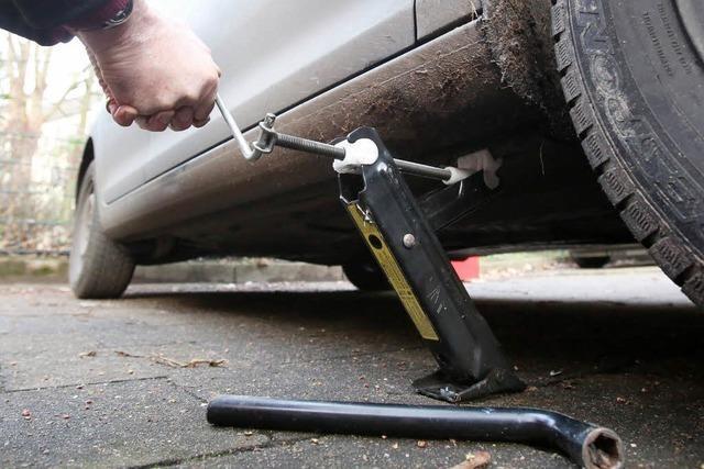 Rheinfelden: Mann stirbt beim Reparieren seines Autos