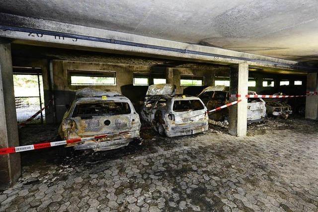 Feuer in Freiburger Hochhaus: Anzeichen für Brandstiftung verdichten sich