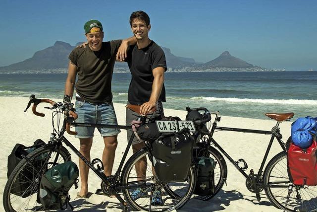 Zwei Studierende aus Freiburg sind für einen guten Zweck 14.000 Kilometer durch Europa und Afrika geradelt