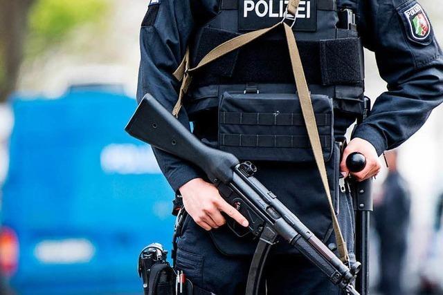 Polizei prüft Bekennerschreiben mit Islamisten- und Antifa-Bezug