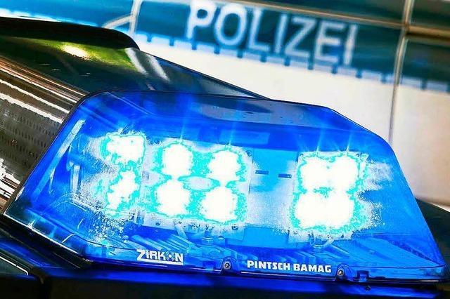 Kreis Lörrach: Auto überholt Rad und streift Gegenverkehr