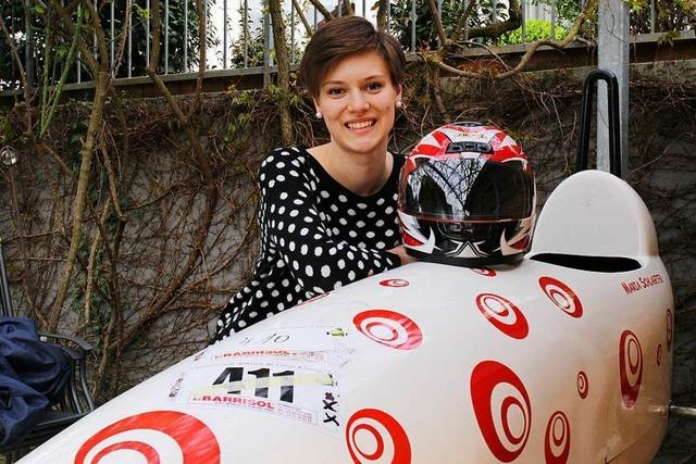 Maria ist die schnellste Frau Europas in der Seifenkiste